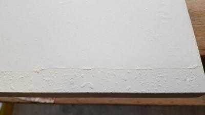 Le papier siliconé est mis en place mouillé
