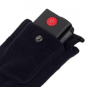 Une pochette avec bouton pression peu pratique