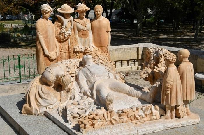http://www.latelierderosabel.com/medias/images/darde-monument-aux-morts.jpg