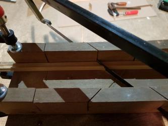 Et je coupe de minuscules moulures à 45° à bonne dimension