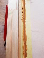 Entre les deux papiers, je fais un joint au mastic bois