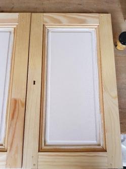 La peinture de fond des portes