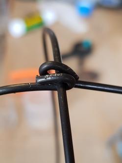 Assemblage des 2 petits brins de fer sur le brin double